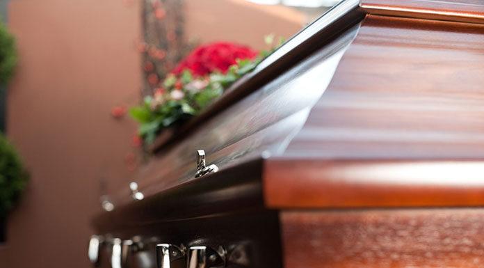 O czym pamiętać podpisując umowę z zakładem pogrzebowym
