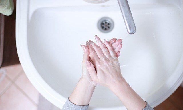 myć dłonie